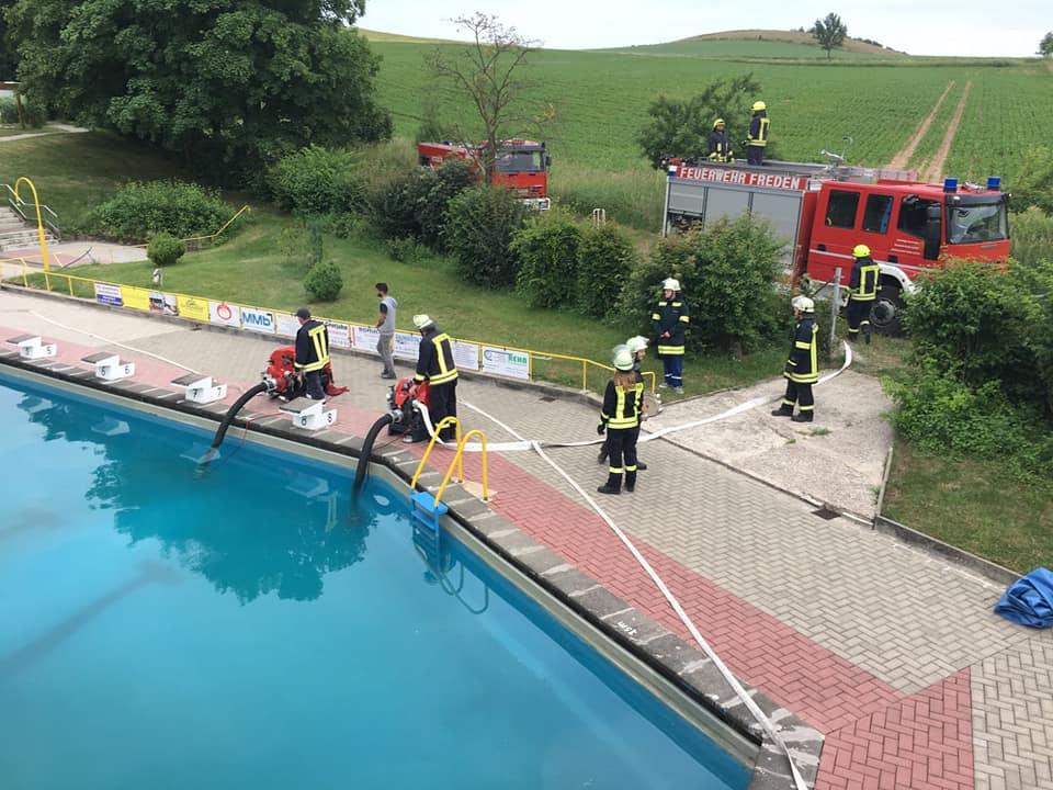 Die Feuerwehr Freden sorgt für eine effektive Chlorumwälzung